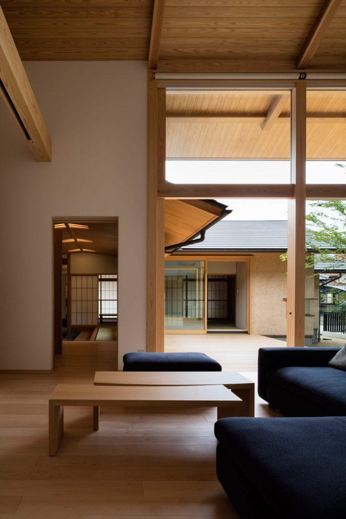 Higari house - japanska kuća orijentisana oko starog drveta