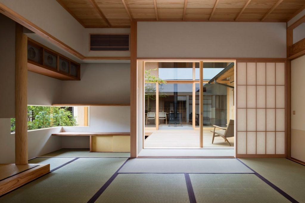 Higari house japanska kuća orijentisana oko starog drveta
