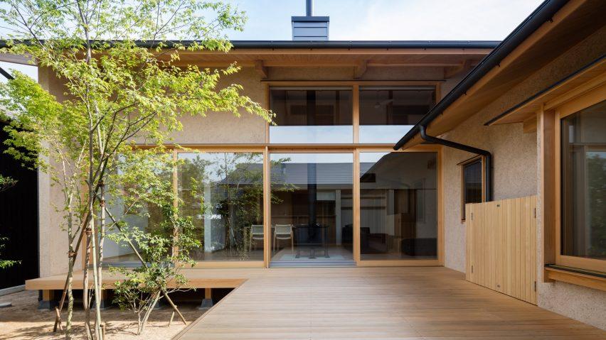 hiragi house japanska kuca orijentisana oko drveta