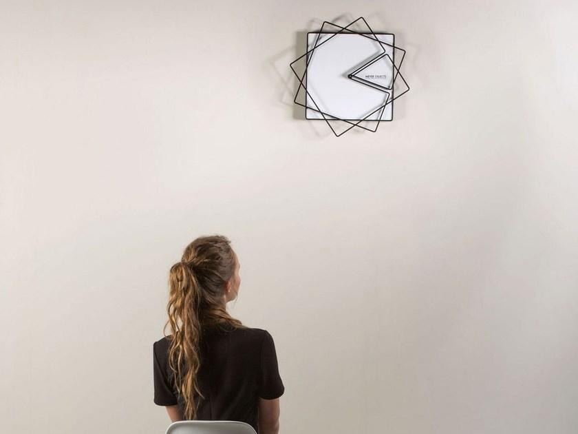 Industrijski dizajn - sat sa dve kvadratne kazaljke