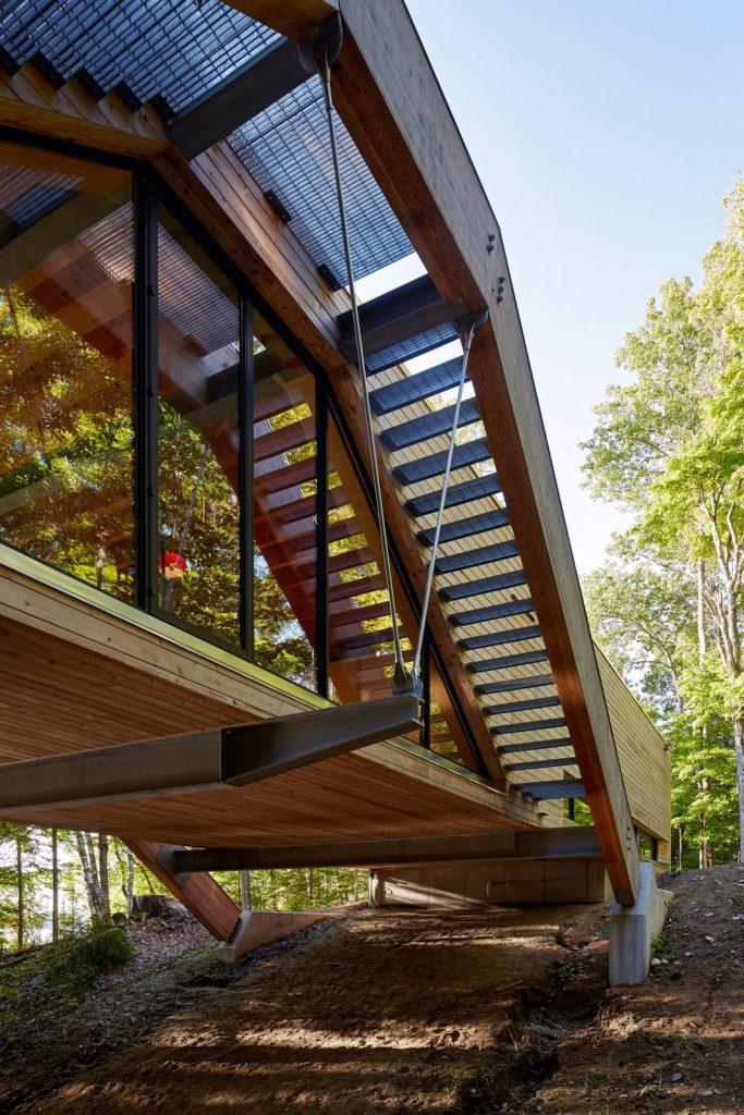 Kuća nalik mostu u Ontariju sagrađena iznad doline