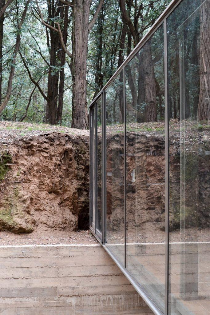 Lebdeći paviljon skriven u šumama eukaliptusa na obali jezera