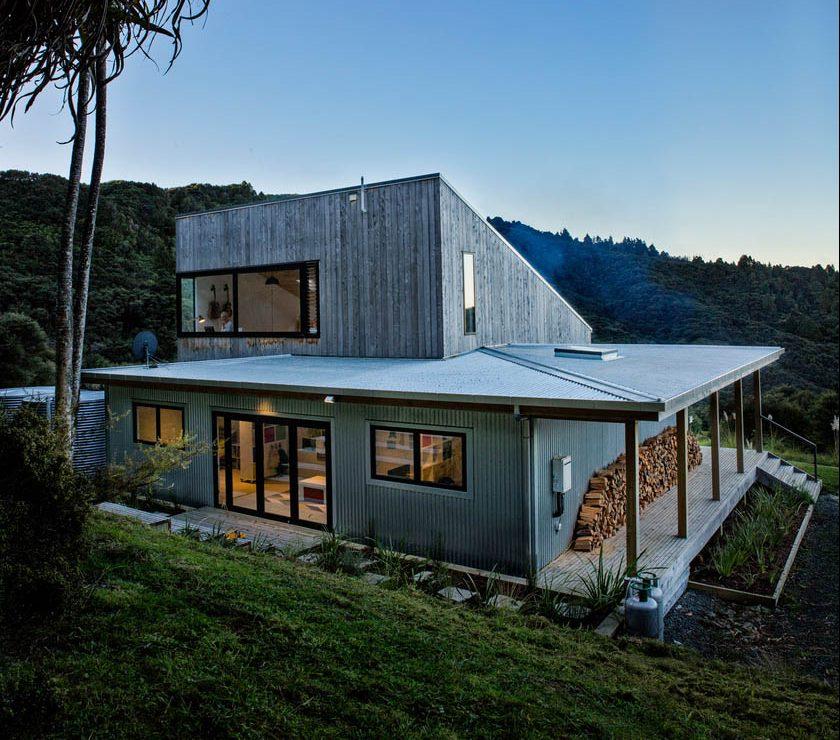 Porodična-kuća-luksuzna-koliba-skrivena-u-šumama-Novog-Zelanda