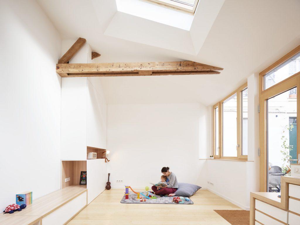 Slikarski-atelje-pretvoren-u-stambeni-prostor-u-srcu-Pariza