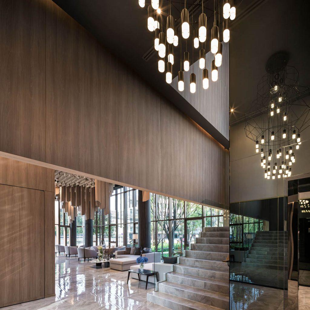 Tajlandska-galerija-sa-plafonom-od-3000-drvenih-elemenata